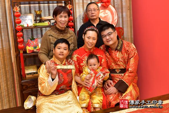 鳳山區楊寶寶古禮抓周:抓周儀式【吃麵線】。照片14