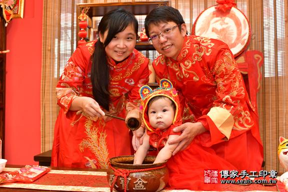 鳳山區陳寶寶古禮抓周:寶寶抓周淨手儀式。照片7