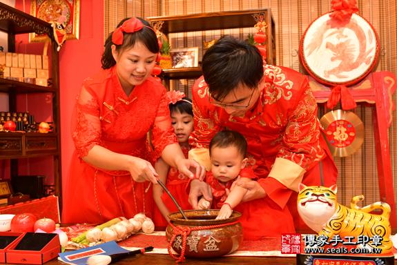 鳳山區梁寶寶古禮抓周:寶寶抓周淨手儀式。照片8