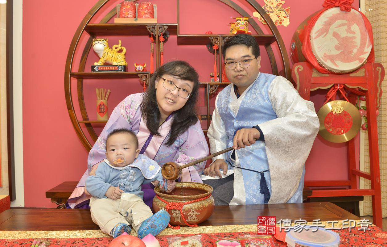 新北市永和區黃寶寶古禮收涎:寶寶淨手儀式:寶寶淨手象徵洗淨,把不好的去掉,洗滌身心靈。照片1