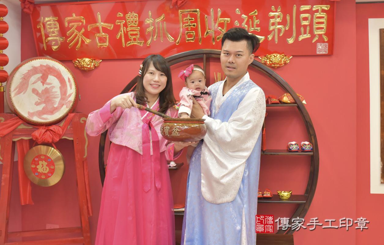 台中市北區盧寶寶古禮收涎:寶寶淨手儀式:寶寶淨手象徵洗淨,把不好的去掉,洗滌身心靈。照片1