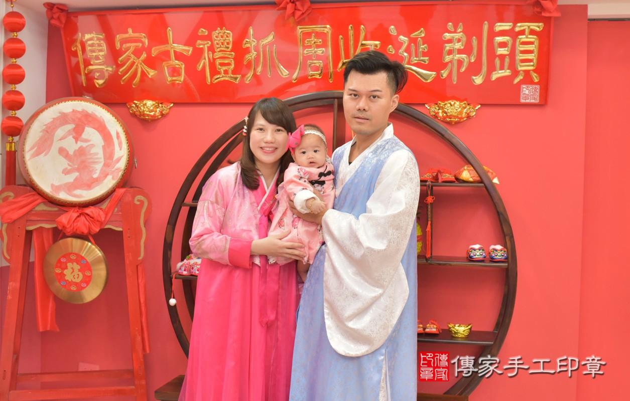 台中市北區盧寶寶古禮收涎祝福活動:收涎過程拍照。照片1