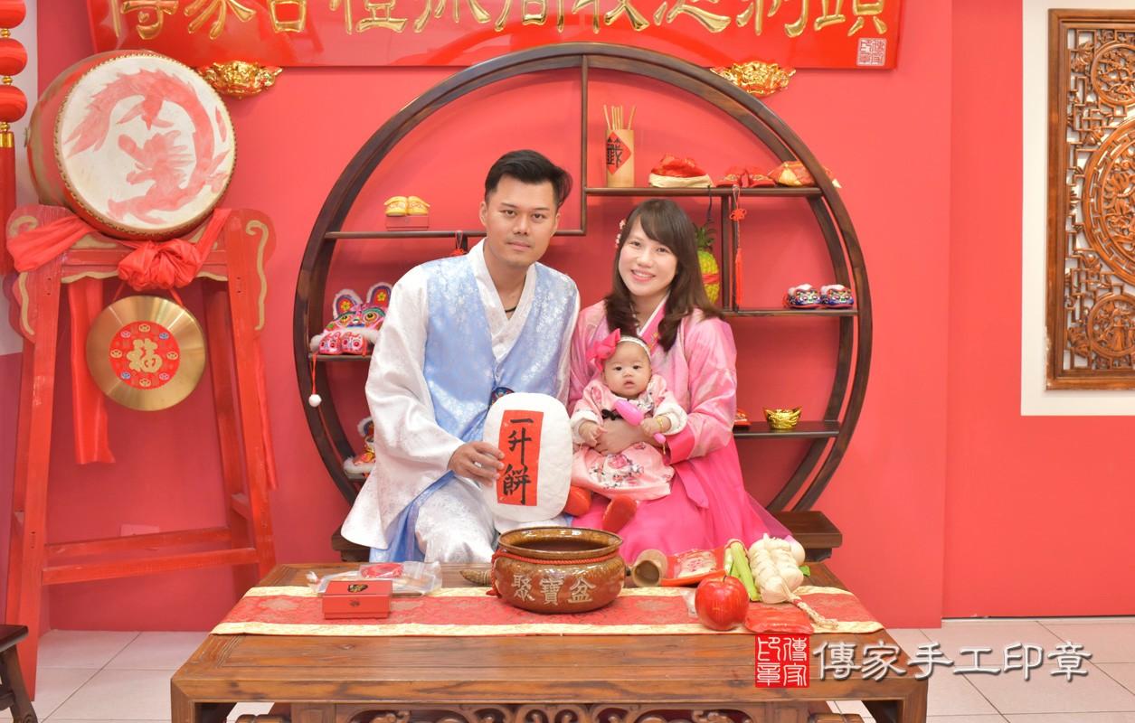 台中市北區盧寶寶古禮收涎祝福活動:收涎過程拍照。照片2