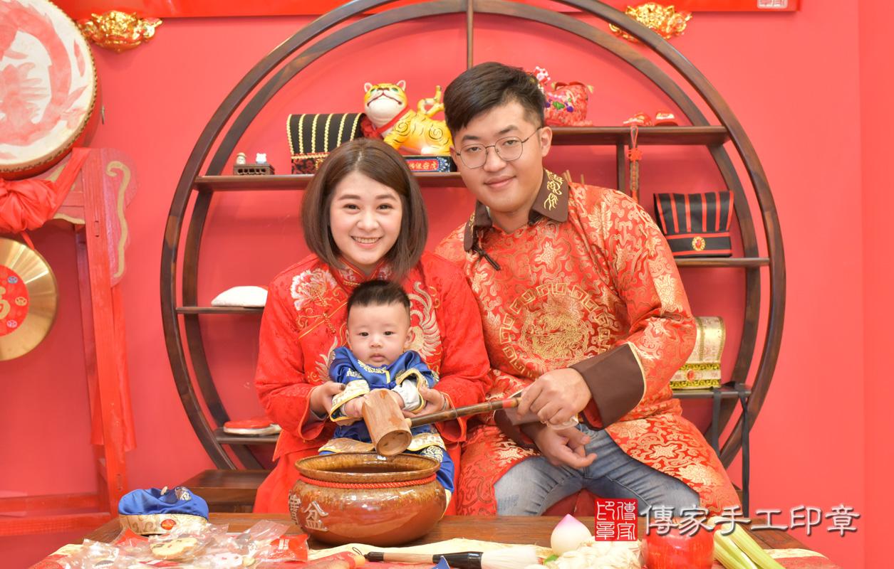 台中市北區楊寶寶古禮收涎:寶寶淨手儀式:寶寶淨手象徵洗淨,把不好的去掉,洗滌身心靈。照片1