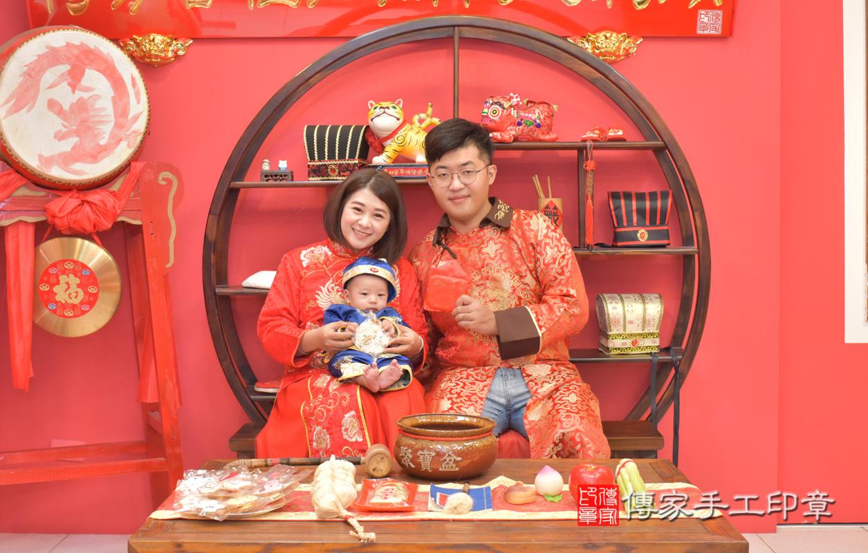 台中市北區楊寶寶古禮收涎祝福活動:收涎儀式【吃米香】:讓寶寶口齒留香,做什麼事都吃香。吃米香的收涎儀式,是讓孩子有好的人際關係,會說好話,做好事。照片1