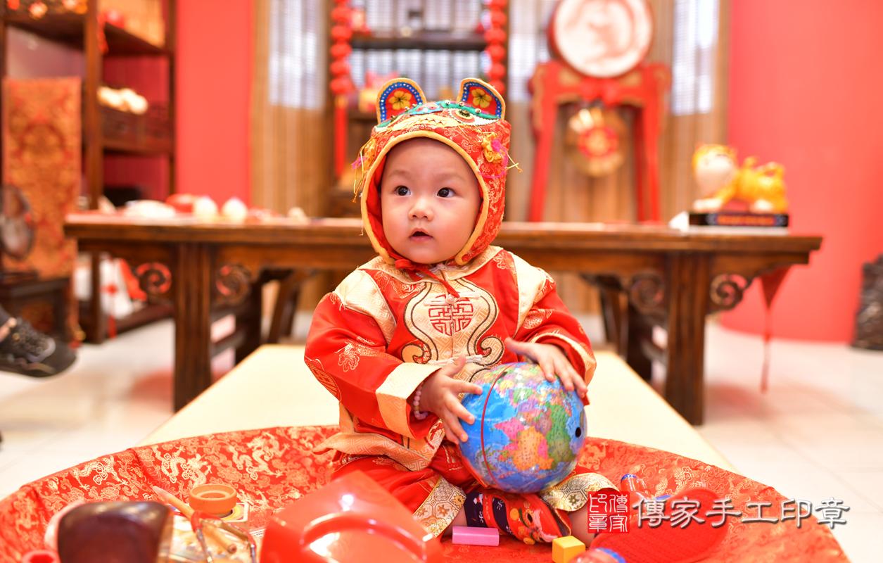 高雄市鳳山區林寶寶古禮抓周祝福活動。照片1