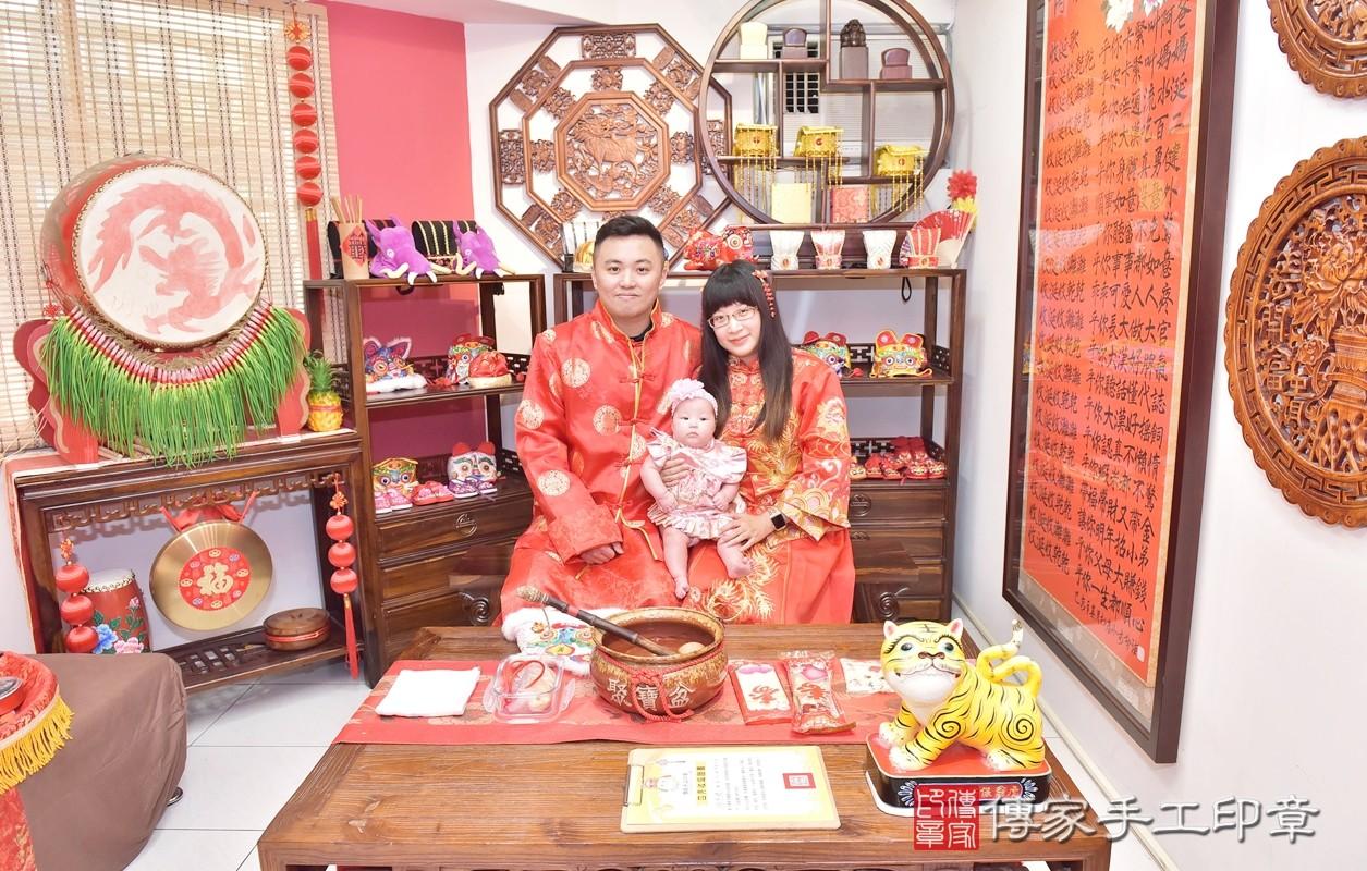 今天2021年04月30日,是新竹市香山區游寶寶四個月收涎的好日子,收涎的地點在傳家新竹店古禮收涎會場。參加收涎儀式的人員有爸爸、媽媽來參加游寶寶收涎的儀式,給寶寶最大的祝福。
