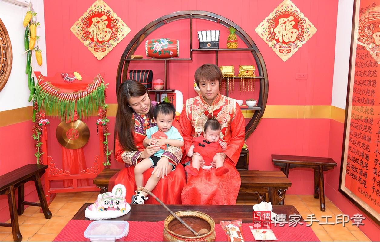 收涎儀式【吃米】:讓寶寶豐衣足食、不愁吃穿。寶寶一生不愁吃穿,平安健康長大。