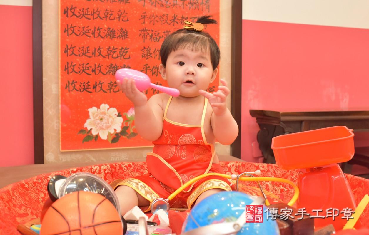 簡寶寶周歲抓周活動和儀式,一切圓滿。