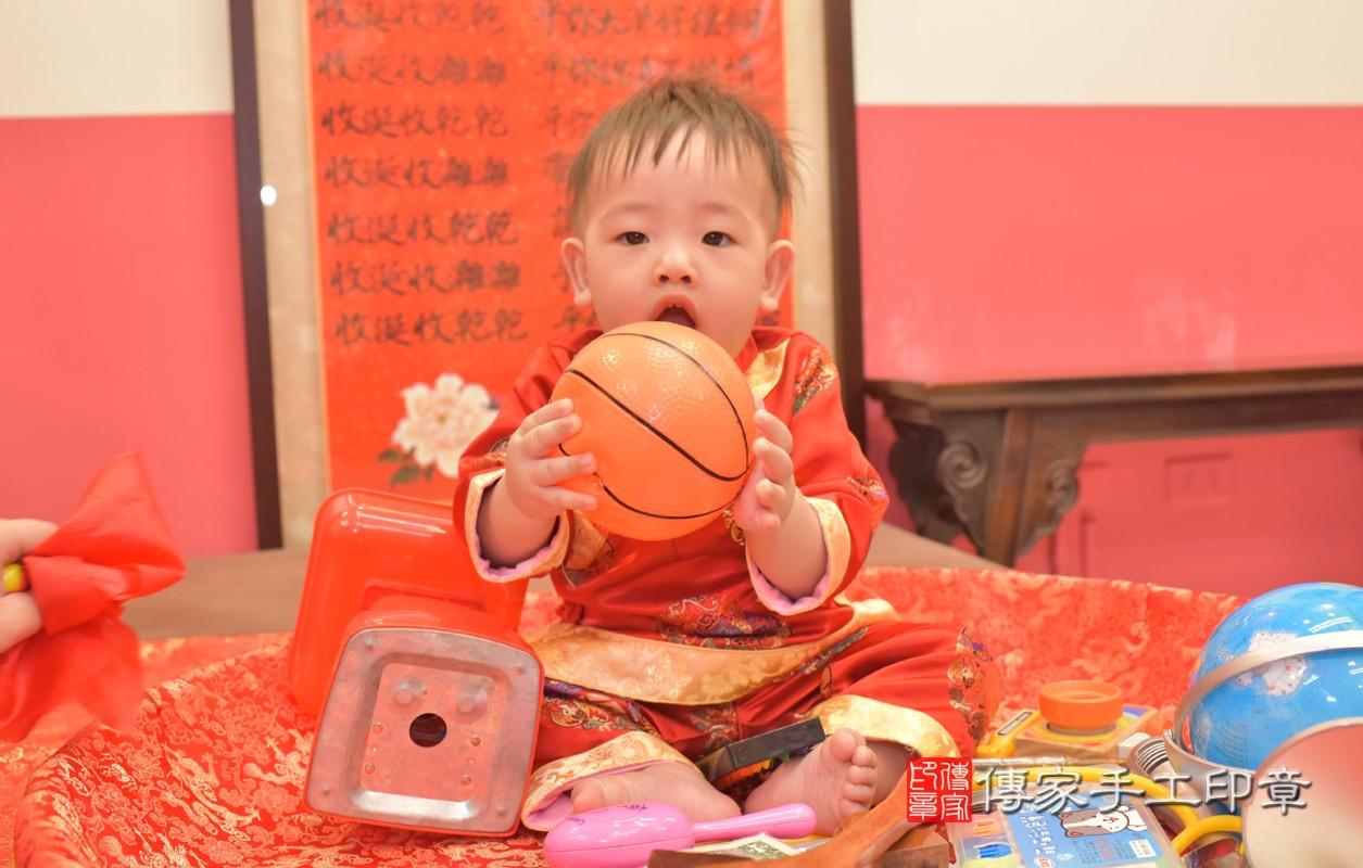 林寶寶周歲抓周活動和儀式,一切圓滿。