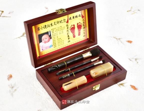 女生胎毛筆刷臍帶章嬰兒三寶(烤漆木盒、黑檀木筆桿、彩色足印)