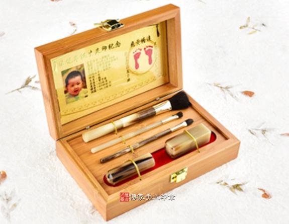 女生胎毛筆刷臍帶章嬰兒三寶(頂級竹盒、赤牛角筆桿、金足印)