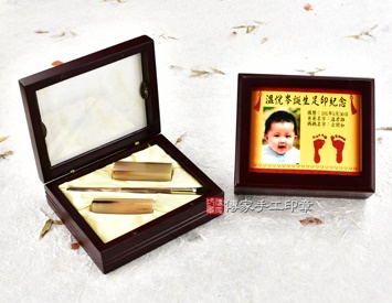 女生嬰兒三寶1刷2章:玻璃木盒、彩色足印照片、臍帶印章、小支赤牛角胎毛