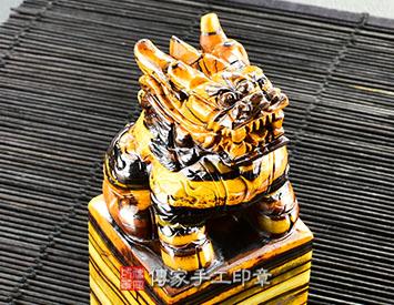 頂級南非黃蜂鐵虎石、朝陽鐵虎石精雕麒麟(一)印章、頂級南非黃蜂鐵虎石、朝陽鐵虎石精雕麒麟(一)開運印章、頂級南非黃蜂鐵虎石、朝陽鐵虎石精雕麒麟(一)銀行印鑑、頂級南非黃蜂鐵虎石、朝陽鐵虎石精雕麒麟(一)印鑑、頂級南非黃蜂鐵虎石、朝陽鐵虎石精雕麒麟(一)、頂級南非黃蜂鐵虎石、朝陽鐵虎石精雕麒麟(一)臍帶印章、頂級南非黃蜂鐵虎石、朝陽鐵虎石精雕麒麟(一)臍帶章、頂級南非黃蜂鐵虎石、朝陽鐵虎石精雕麒麟(一)肚臍印章、頂級南非黃蜂鐵虎石、朝陽鐵虎石精雕麒麟(一)肚臍章、頂級南非黃蜂鐵虎石、朝陽鐵虎石精雕麒麟(一)