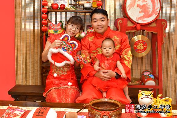 鳳山區林寶寶古禮抓周:滿週歲趨吉避凶的吉祥衣服穿戴。照片5