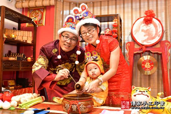 鳳山區賴寶寶古禮抓周:寶寶抓周淨手儀式。照片9
