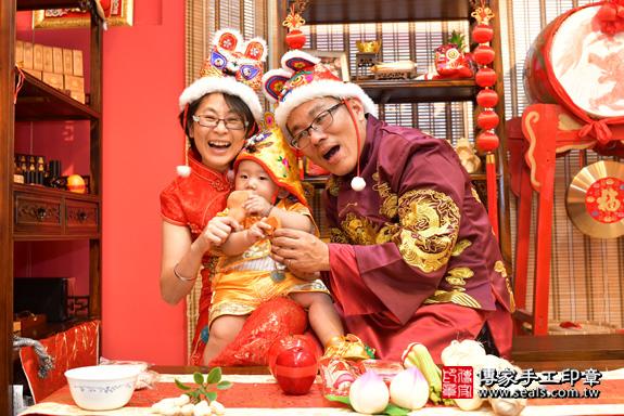 鳳山區賴寶寶古禮抓周:抓周儀式【吃雞腿】。照片23