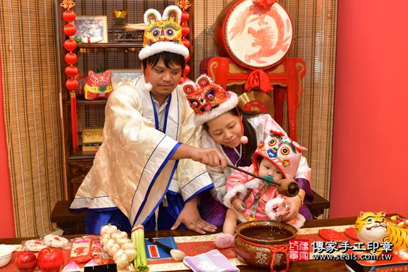鳳山區吳寶寶古禮抓周:寶寶抓周淨手儀式。照片7