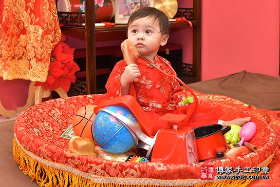 傳家古禮:嬰兒寶寶抓周(度脺)特寫照片7