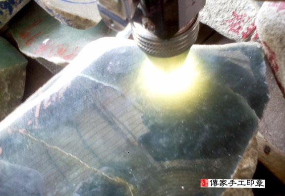 ★ 翡翠的原礦照片 25
