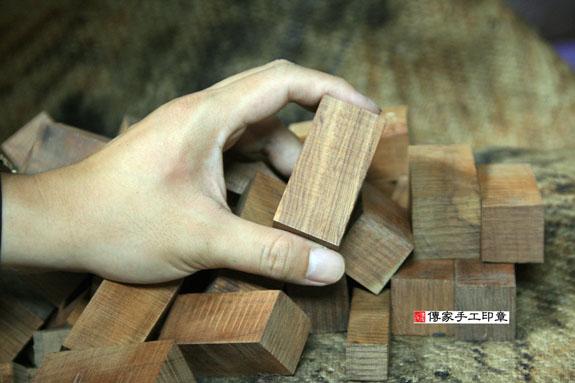 ★ 檀木的原木照片 4