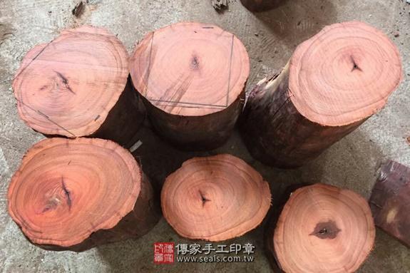 雞血紅木的原木照片7