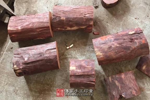 雞血紅木的原木照片8