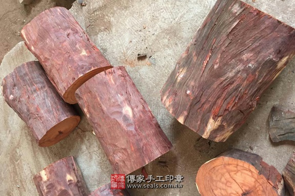 雞血紅木的原木照片9