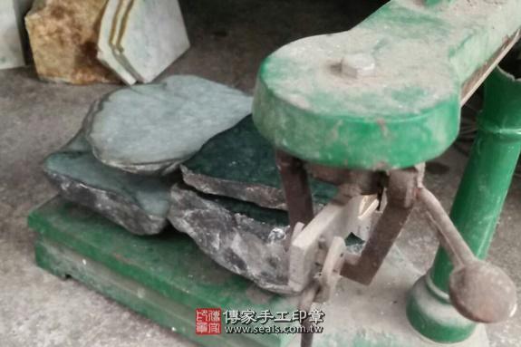 ★ 翡翠的原礦照片 40